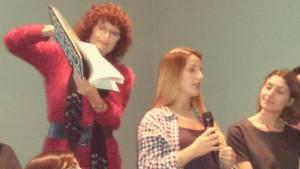 Los alumnos presentan su obra.