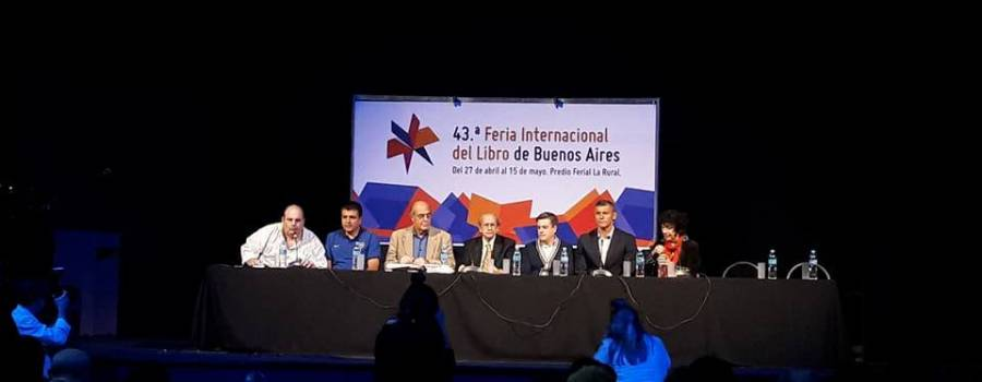 """FERIA DEL LIBRO: debate sobre """"Fútbol y Cultura""""."""