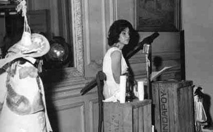Luisa en un congreso de Patafísica de los años ´60.