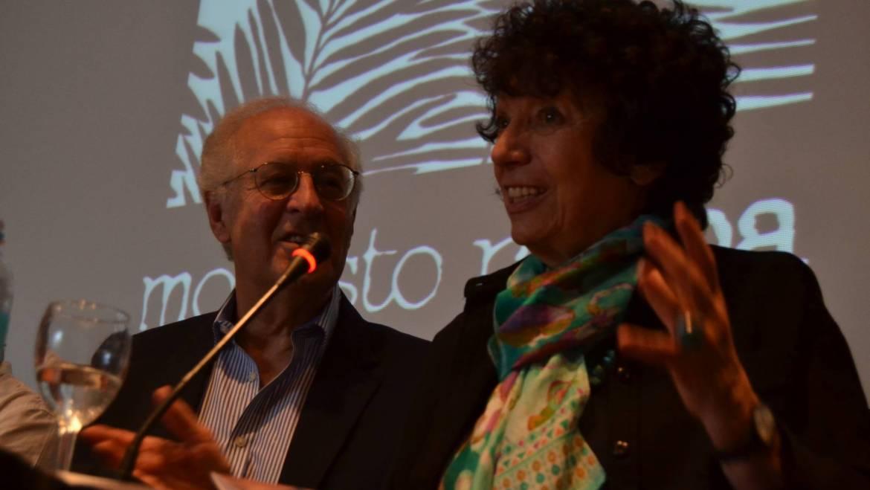"""FERIA DEL LIBRO: Luisa en la presentación de """"Borges y la Cábala"""", de Saúl Sosnowski."""