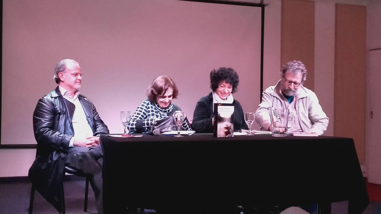 Luisa en la presentación del libro de Carlos Franz